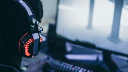 De los efectos de la música electrónica en los jugadores online