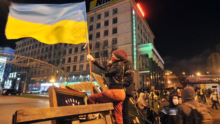 Activistas organizan un rave frente a la oficina presidencial de Ucrania