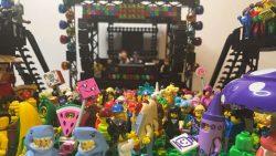 Mira este festival de música electrónica construido con LEGO