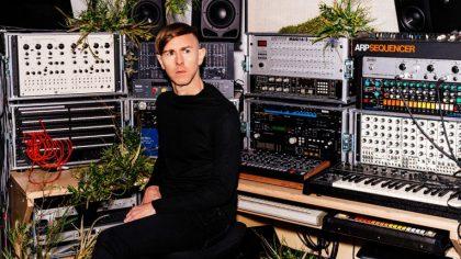 Richie Hawtin vuelve a las raíces del acid techno en su nuevo single