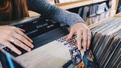 Las ventas de vinilos crecen un 94% este año, y la Generación Z compra más que los millennials