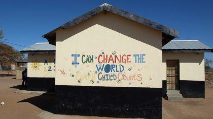 No todo es rave: Sello de música electrónica construye una escuela primaria